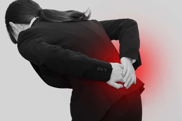 関節の歪みや血行不良も腰痛の原因になります