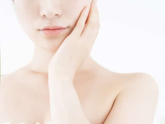 骨格のズレは顔の歪みやむくみの原因になります
