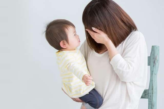 産後の体調不良に悩む女性