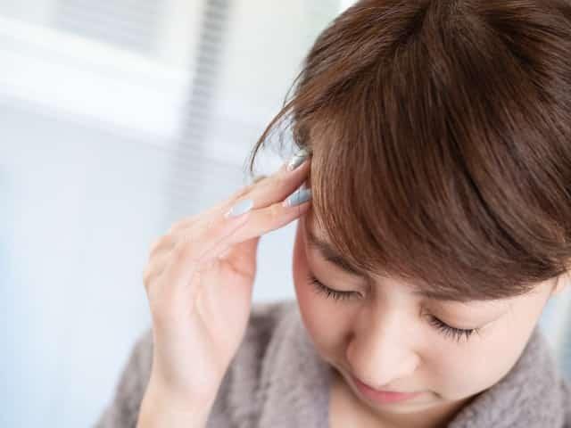 姿勢の悪さや運動不足も頭痛の原因になります