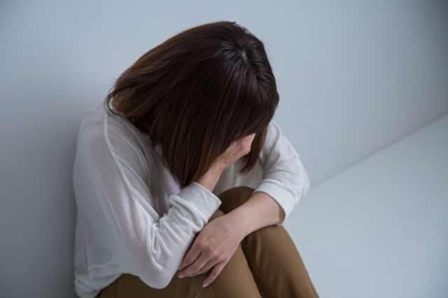 ストレスや睡眠不足もアトピーを引き起こす原因になります