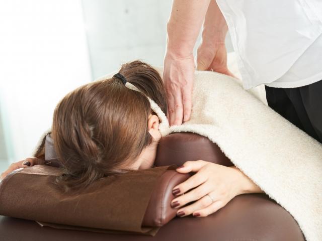 筋肉や腱などをほぐす施術で腸や肝臓の働きも向上します