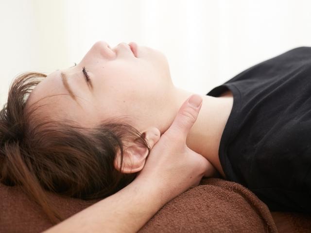 身体の土台となる骨盤から調整して症状を改善します